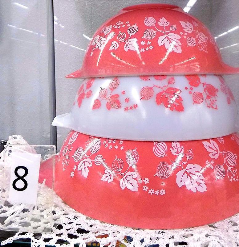Set of three Pyrex Gooseberry nesting bowls.