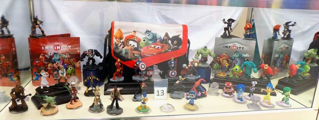 Disney Infinity figurines and case