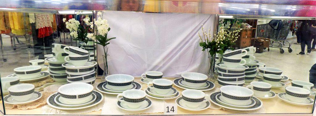 Pyrex Dinnerware set