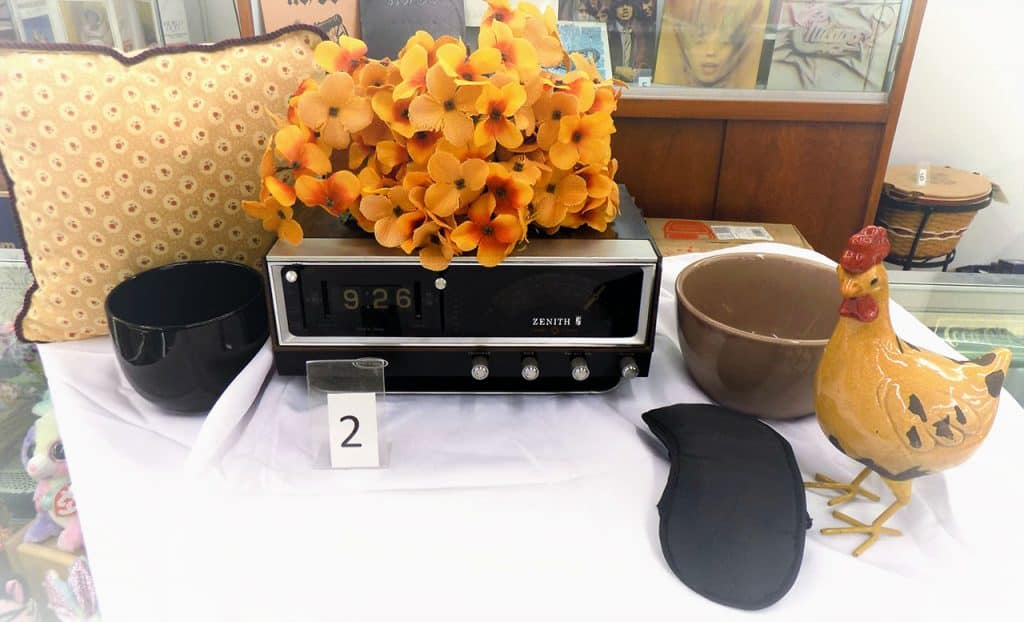 Zenith alarm clock (tested) with morning decor