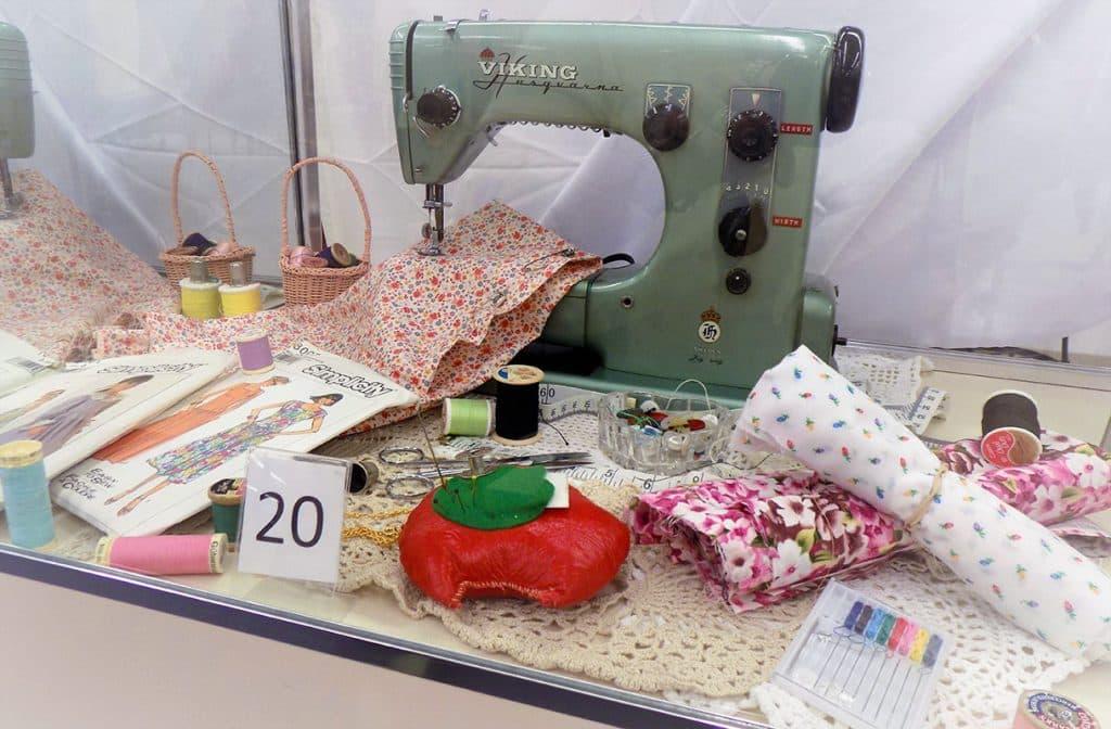 Viking Husqvarna sewing machine and accessories
