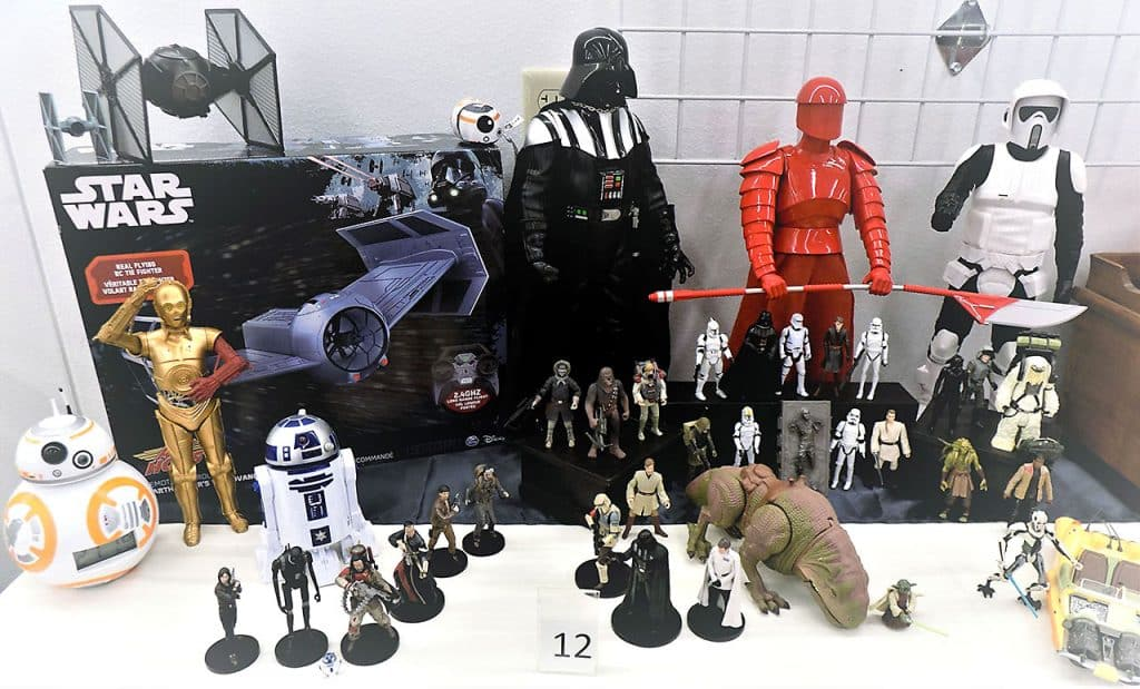 Star Wars galactic showdown action figures.