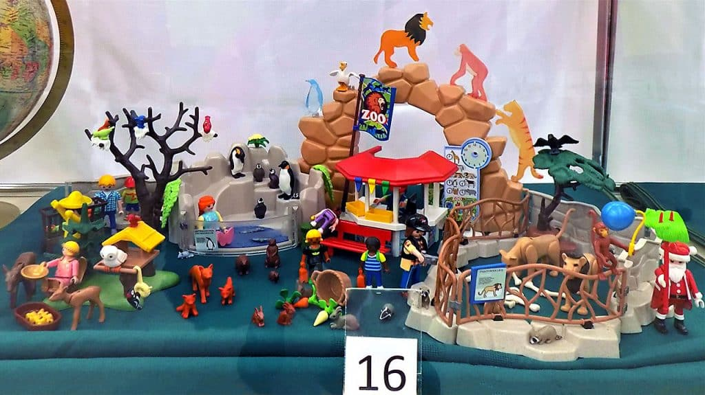 Playmobil Zoo and animals (not complete)