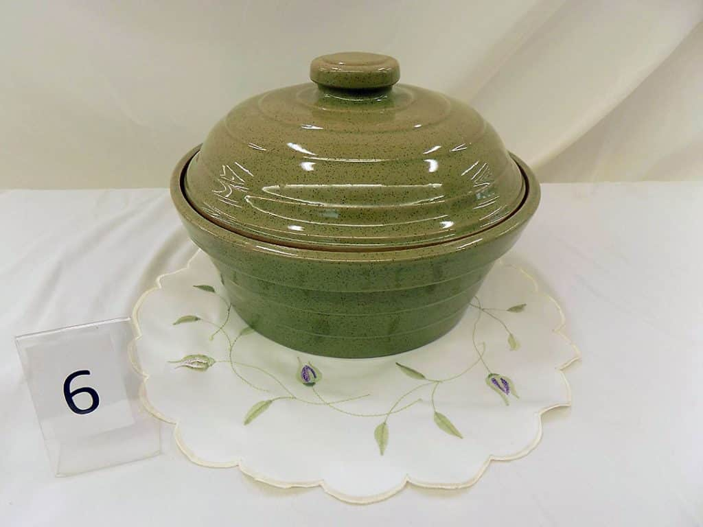 Monmouth Redwing Covered Casserole Dish.