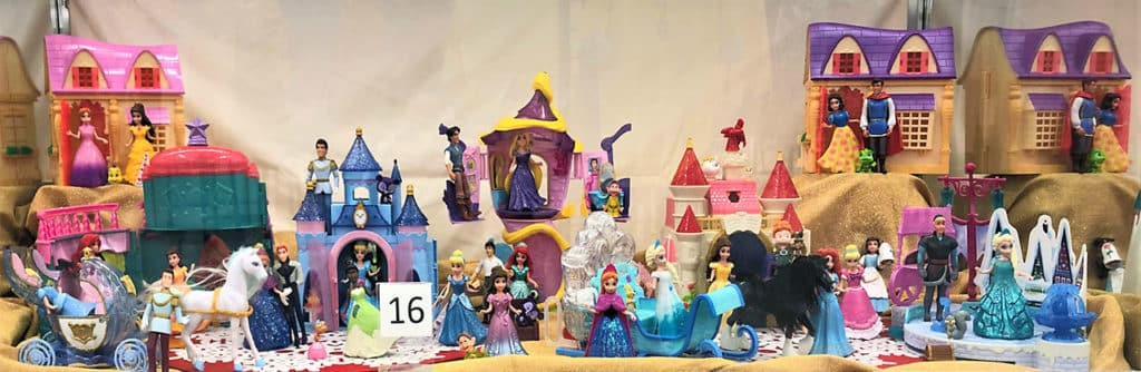 Disney princess toy and playset lot.