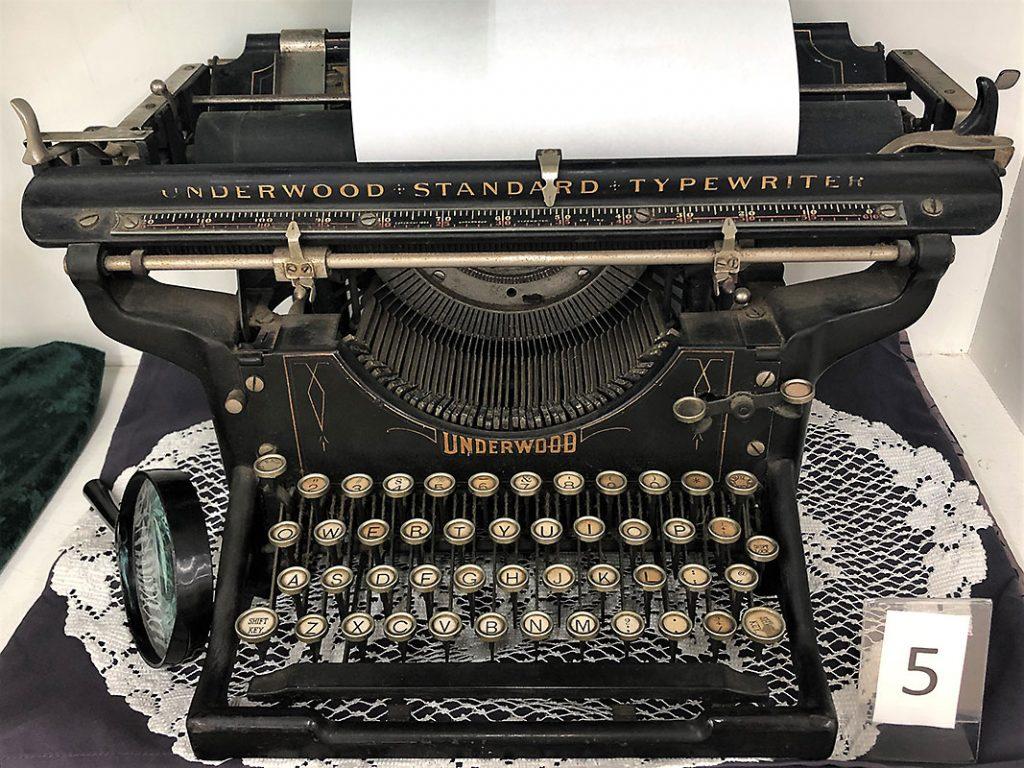 Underwood Standard Typewriter.