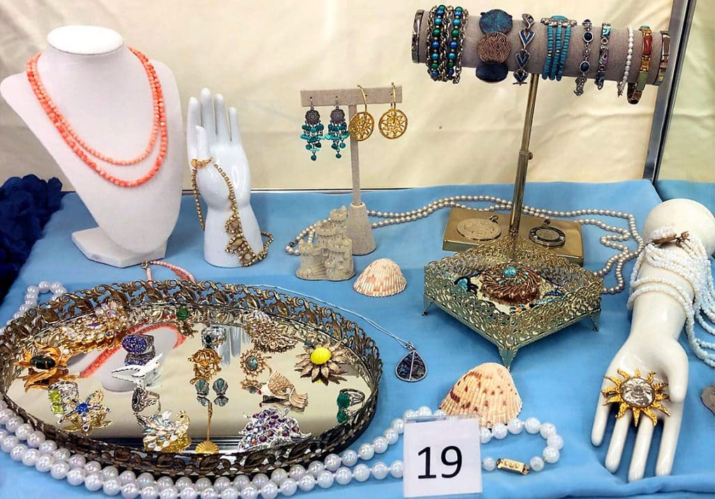 Women's sea jewelry.