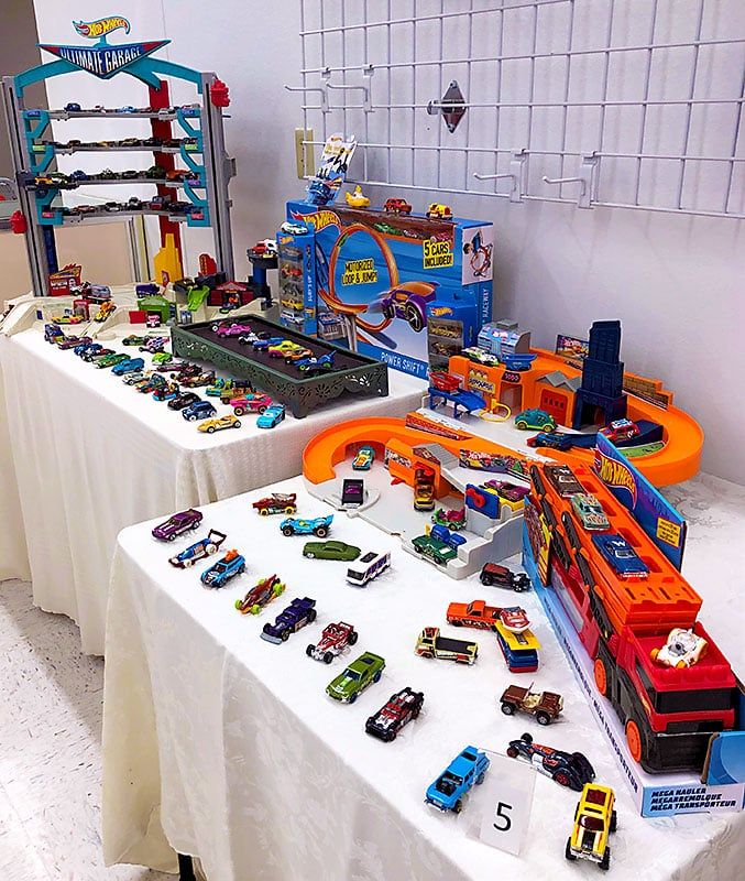 Hot wheels car lot and playsets.