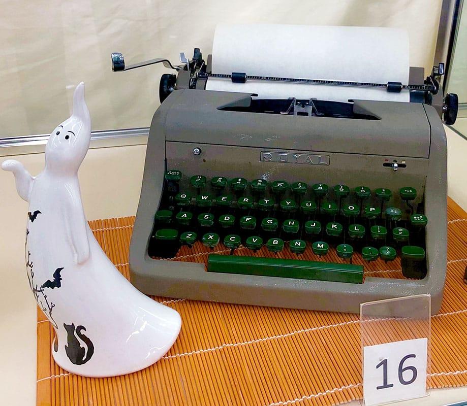 Old ROYAL typewriter.